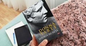 """Maestrul iluziilor: """"Istoria secretă"""", de Donna Tartt"""