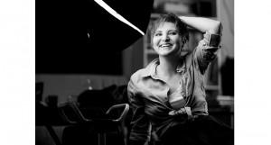 """Chestionar de cititor de cursă lungă – Ana Maria Onisei: """"Aș ieși la cină cu Hemingway și sigur i-aș și pica în plasă"""""""